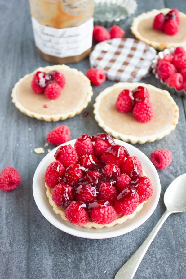 Chestnut Cheesecake Tarts. Easy festive dessert that combines the love of chestnut and cheesecakes in a tart! Just 20 mins for this DIVINE dessert! www.twopurplefigs.com