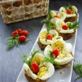 Easter Egg Tart Potato Nests. This fancy looking perfect Easter egg appetizer lis Quick and Easy, and makes a perfect brunch table! Gluten free and only 80 calories! Recipe with step by step photos to prepare this in a snap! www.twopurplefigs.com