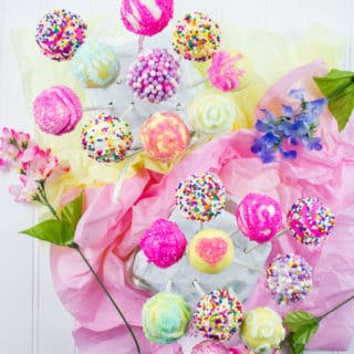 Easter Colored Cake Pops For My Birthday Girl. Make easy, simple and sweet looking cake pops with those tips and ideas for every occasion! www.twopurplefigs.com