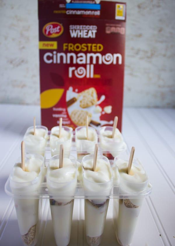 Cinnamon Roll Crunch Vanilla Popsicle Recipe. easy, Quick Super refreshing popsciles with plenty of crunch and cinnamon roll comfort! recipe at www.twopurplefigs.com